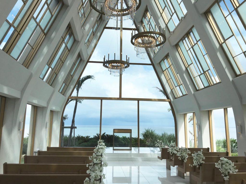 美らの教会内観2