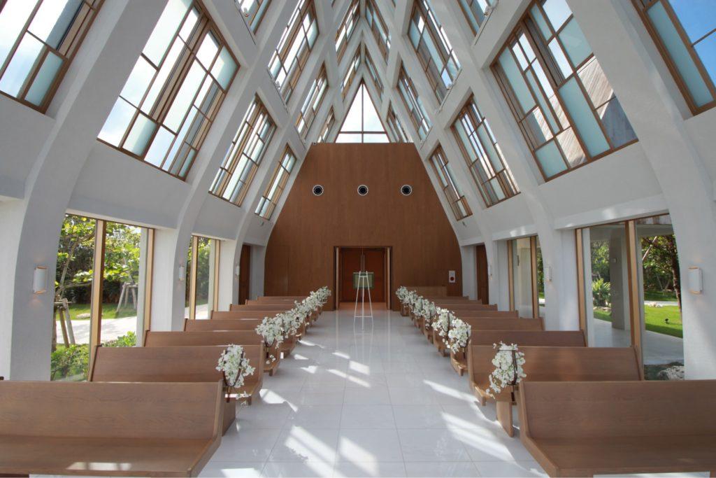 美らの教会内観3